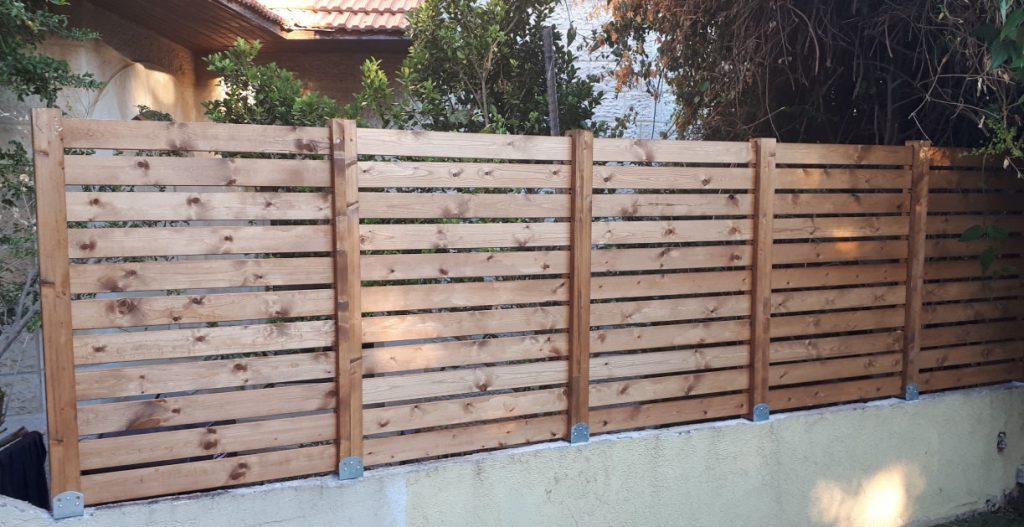 גדר מעץ איכותית